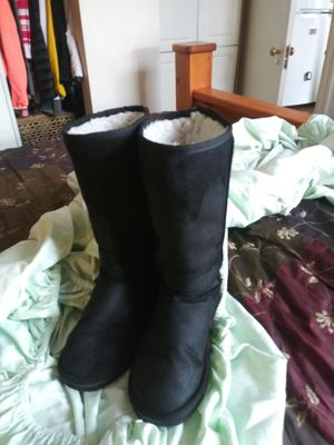 Like new size 7 hard soles fur I side boots cutr for Sale in Tacoma, WA