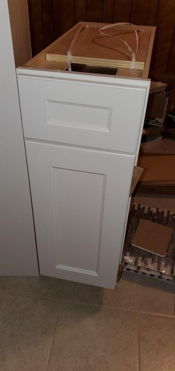 White cabinets. Brand new! Gabinete blanco