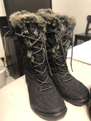 Size 11 womens Colombia fur snow boots for Sale in Houston, TX