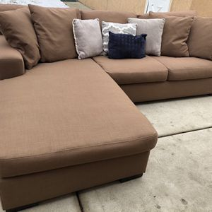FREE DELIVERY Reversible Sectional Couch (Down Filled Cushions) for Sale in Park Ridge, IL