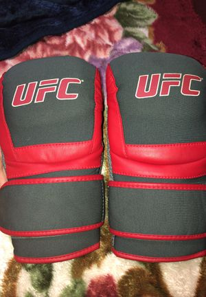 UFC ULTIMATE FIGHTING CHAMPIONSHIP BOXING GLOVES for Sale in San Antonio, TX