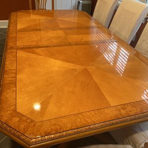Beautiful wood dining room table with 6 chairs for Sale in Washington, DC