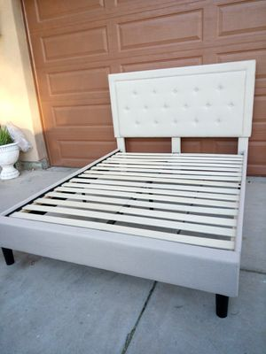 QUEEN SIZE BED FRAME PLATFORM for Sale in Goodyear, AZ