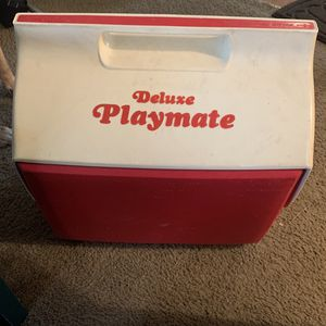 ( Vintage 1980's) Igloo Deluxe Playmate Cooler for Sale in Oklahoma City, OK