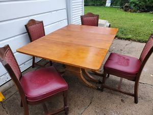Table and chairs for Sale in Wichita, KS