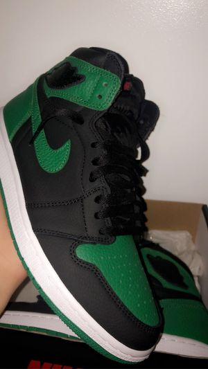 JORDAN 1 PINE GREEN (sz 9) for Sale in Chicago, IL