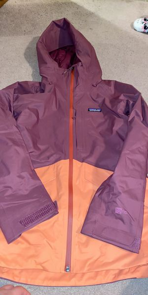 Woman's Patagonia rain coat & gortex in one . Size small & medium for Sale in Seattle, WA
