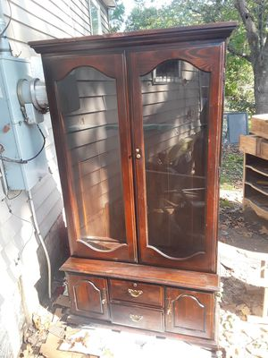 Antique gun cabinet for Sale in Chattanooga, TN