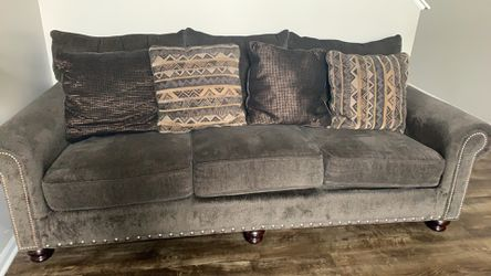 Couch 3 Seater With Pillows for Sale in Dublin,  OH