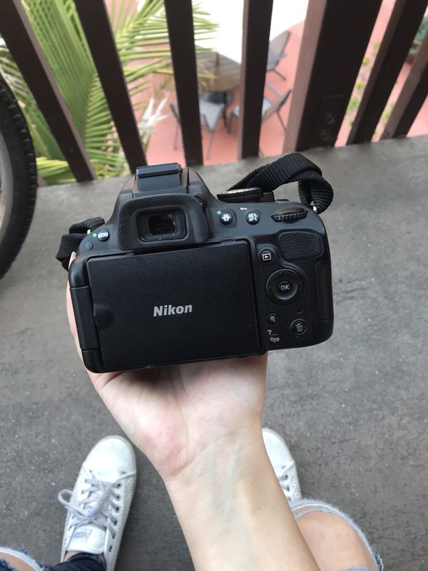Nikon D5100 in like-new condition