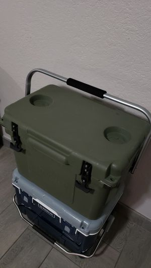 25 quart Magellan heavy duty ice chest cooler for Sale in Phoenix, AZ