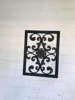 Metal wall decor measures 18 inches long 14 inches wide for Sale in Houston, TX