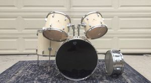 VINTAGE Pearl 1980's Drum Kit for Sale in Los Angeles, CA