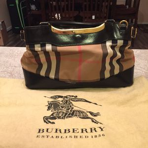 Burberry Purse lightly used for Sale in Charles Town, WV