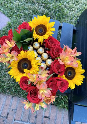 Roses and Sunflower box 🌹🌻 for Sale in Atascocita, TX