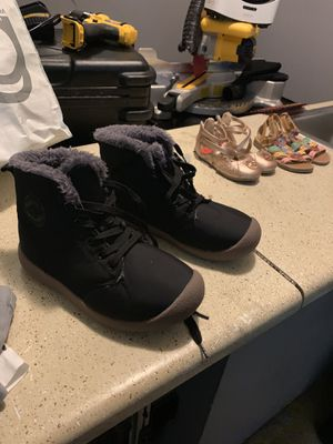 Boy winter boots or girl size 7y for Sale in Norcross, GA