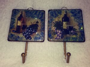 """Set of decrotive hooks- 5"""" tall. wine bottle/glass/grapes for Sale in Knoxville, TN"""