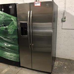 GE STAINLESS STEEL SIDE BY SIDE FRIDGE IN EXCELLENT CONDITION for Sale in Baltimore, MD