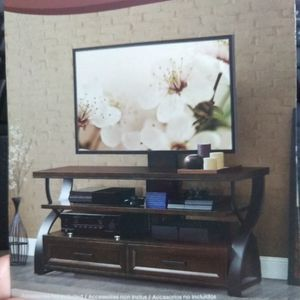 Bayside Furnishings 3 In 1 TV Stand for Sale in Long Beach, CA