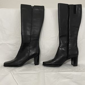 Boots - Women Size 8 for Sale in Miami, FL