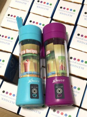 Blender to go quick to make smoothies rechargeable for Sale in The Bronx, NY