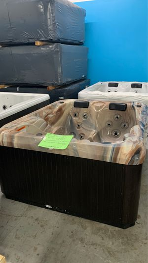 Wholesale hot tubs made in the USA for thousands less!! for Sale in Oakland Park, FL