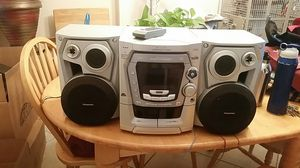 Panas ok nic 5 cd and mp3 player for Sale in Hallandale Beach, FL