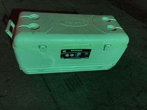 IGLOO MaxcCold 150qt for Sale in Dallas, TX