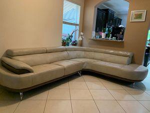 Sofa. Con cabezales reclinables for Sale in Miami, FL