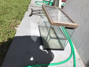 30 gallons tank , for reptiles or fish for Sale in Hollywood, FL