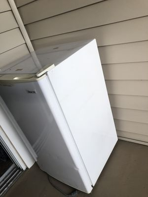 Mini fridge for Sale in Orlando, FL