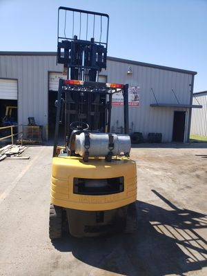 Forklifts Caterpillar neumatic 5000 pounds 3 stages size sedeshift,Good tires not leaks Everything working good for Sale in Dallas, TX