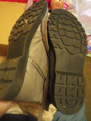 Gray boots. Girls size 2. for Sale in Salisbury, NC