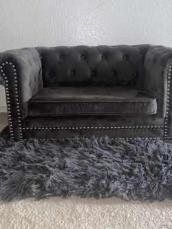 Tufted Grey Dog Couch & Rug for Sale in Cedar Hill,  TX