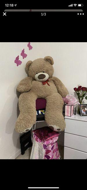 Teddy bear (6 feet) for Sale in Hialeah, FL
