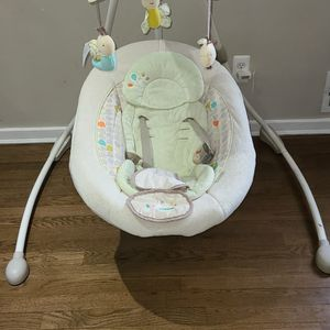 Ingenuity Cradle swing for Sale in Levittown, NY