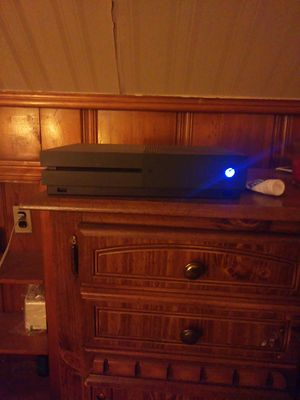 1Tb Xbox one with one controller and watch dogs 2 for Sale in OH, US