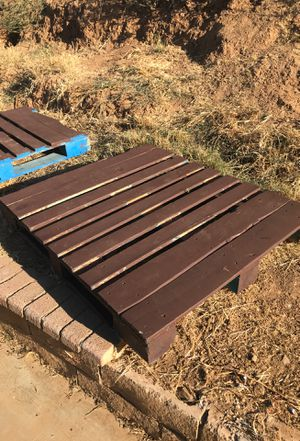 4 FREE pallets for Sale in Corona, CA