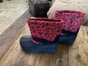 Kids size 9 snow boots for Sale in Goodyear, AZ