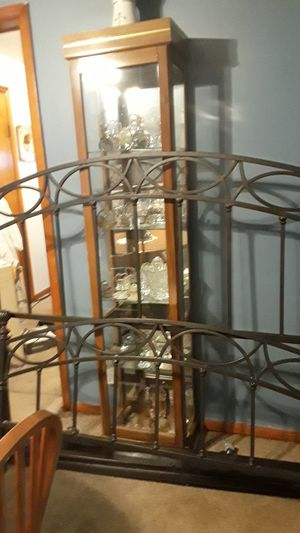 Metal bed frame for Sale in Cleveland, OH