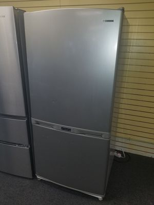 """Samsung 33""""wide bottom freezer stainless steel refrigerator in excellent condition for Sale in Randallstown, MD"""