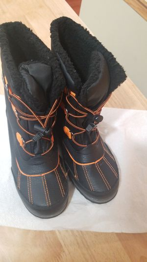 Totes Snow boots big kids size 6, worn one time for Sale in Orland Hills, IL