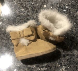 GYMBOREE Baby girl boots Size 5/6 for Sale in Victorville, CA