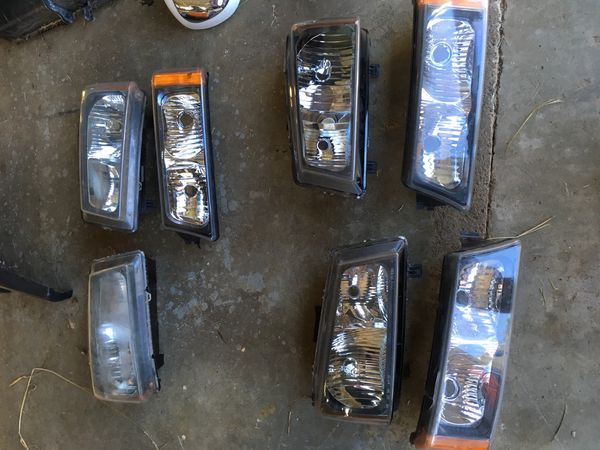 Chevy Silverado 1500 and 2500 HD parts. Front end and power mirrors. Should fit years 03 - 06