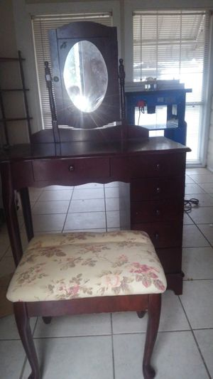 Jewelry box plus make up bench and table for Sale in Ocean Springs, MS