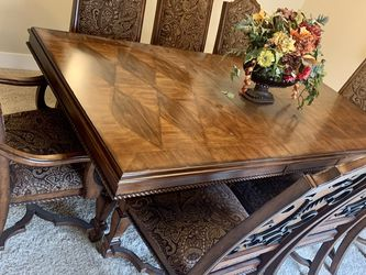 Gorgeous Wooden Dining Table Set for Sale in Maple Valley,  WA