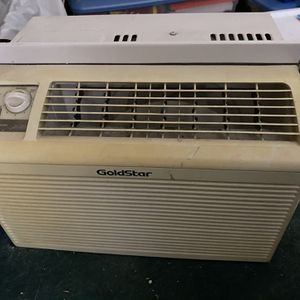 AC Unit For Window with Accordion Slips for Sale in Los Angeles, CA