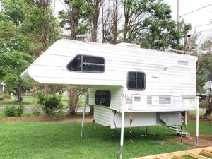 2001 lance 810 Model Truck camper for Sale in Harrisburg, NC