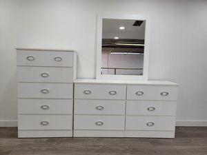 Dresser with mirror and chest- Cómoda con espejo y Gavetero for Sale in Miami Gardens, FL