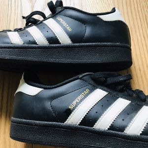 Beautiful Adidas Superstar! Women's size 9 for Sale in Silver Spring, MD